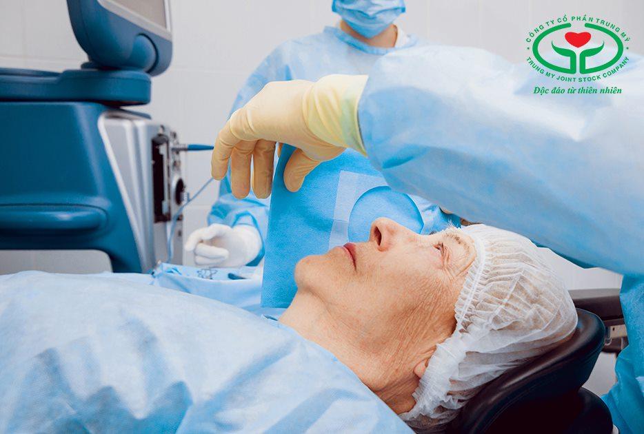 Đi khám tại chuyên khoa mắt ngay khi xuất hiện biểu hiện nhìn mờ, nhòe… trở lại